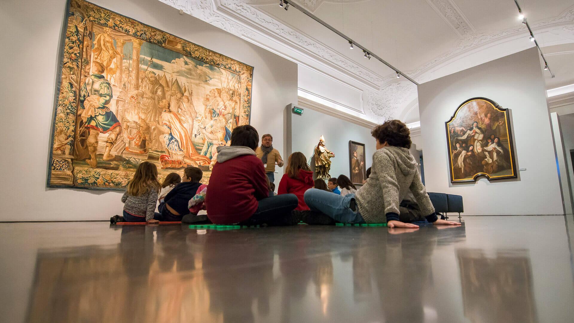 Crianças em atividade educativa no Museu de São Roque